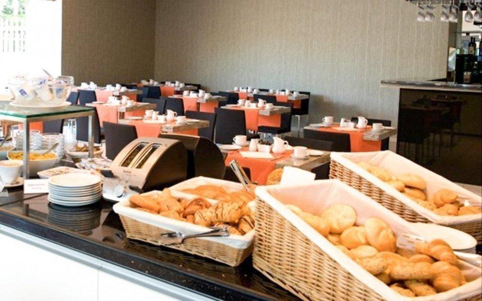 Snídaně v Expo Congress Hotel