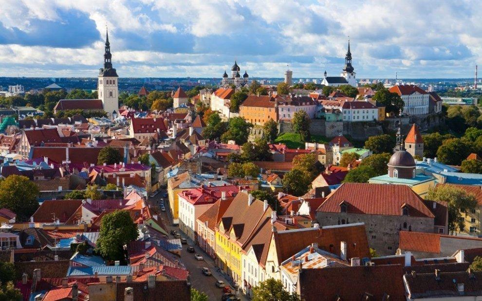 Tallin je oblíbená zastávka poznávacích zájezdů v Pobaltí.