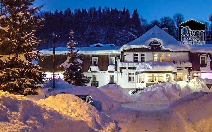 Krkonoše s bazénem, saunou, vířivkou a polopenzí blízko ski resortu  Černá hora