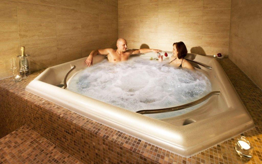 Karlovy Vary v luxusním hotelu s polopenzí a balíčkem wellness procedur