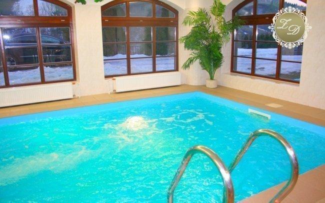 Beskydy: romantický pobyt na zámečku Dinotice s polopenzí, bazénem a saunou