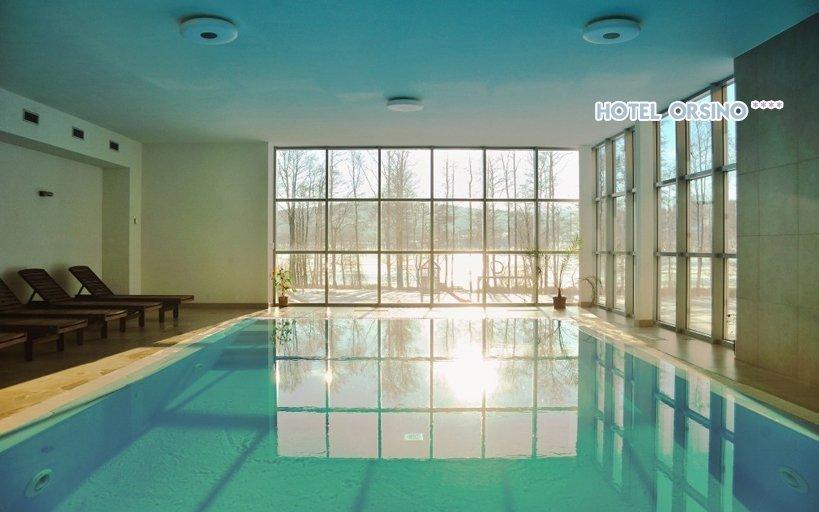Lipno s vyhřívaným bazénem, saunou a polopenzí v luxusním 4* hotelu