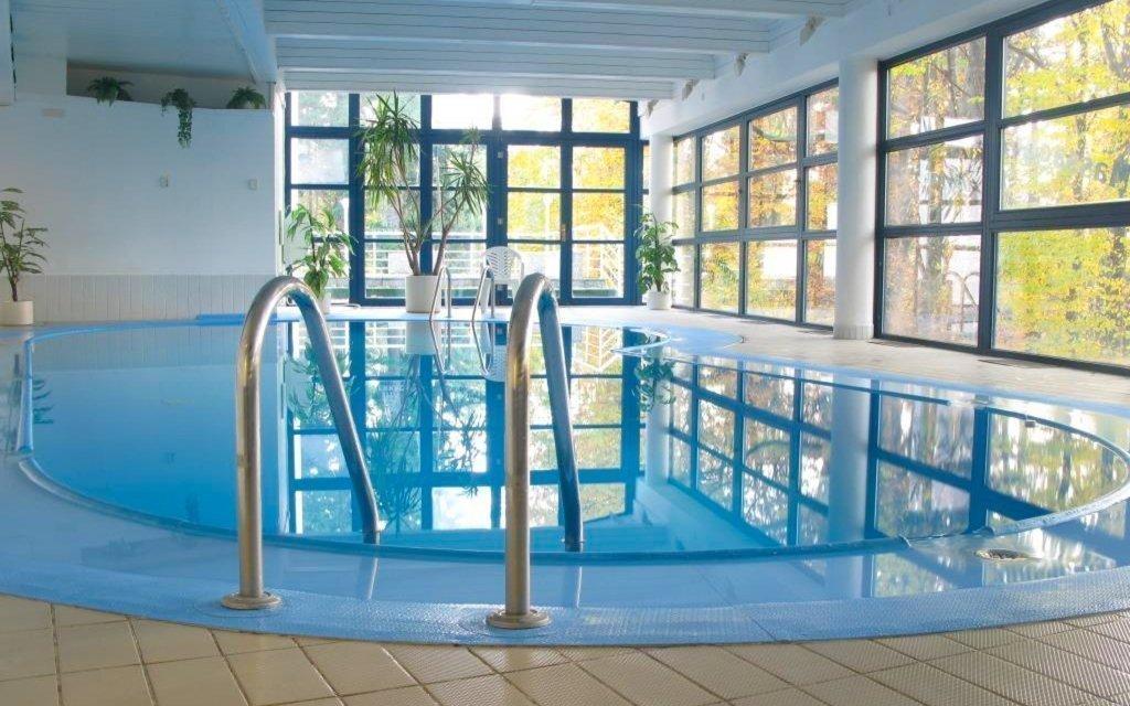 Písek ve stylovém hotelu s neomezeným vstupem do bazénu, saunou a snídaněmi