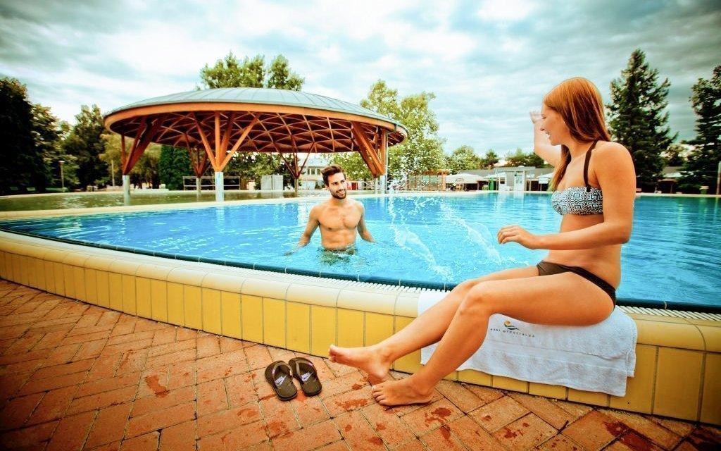 Bük v penzionu s bazénem, polopenzí a až 4 vstupenkami do lázní