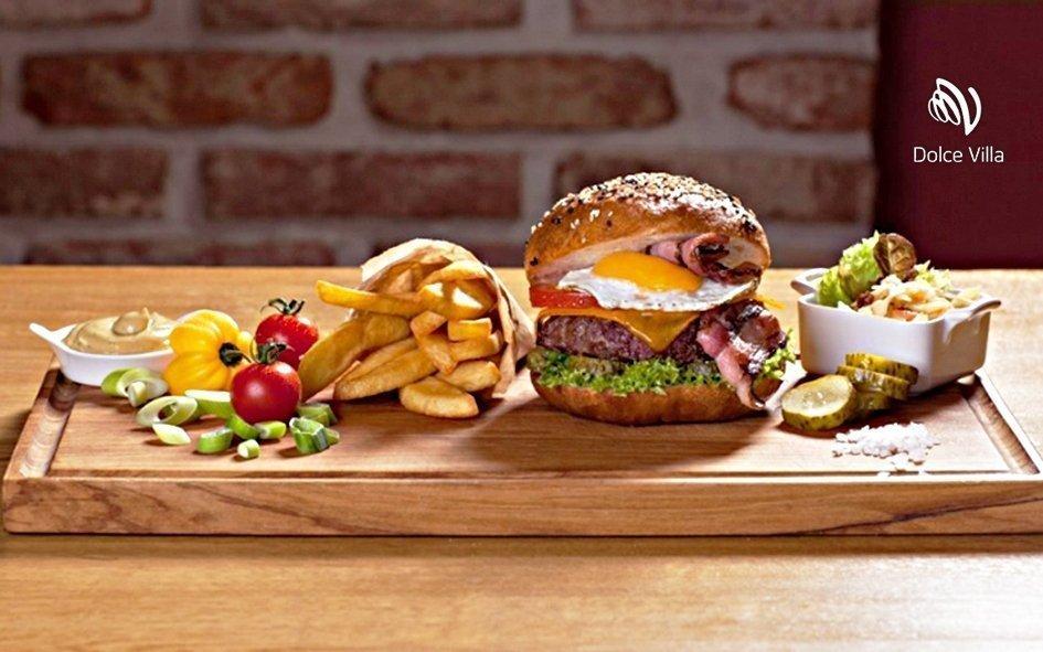 Praha: degustační pobyt ve 4* hotelu Dolce Villa & Burger Bar