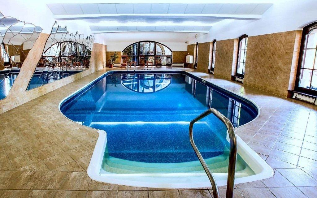 Telč luxusně ve 4* hotelu s krytým bazénem, saunou a polopenzí až do června