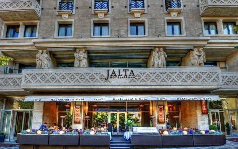 Srdce Prahy luxusně v 5* hotelu se snídaní a výhledem na Václavské náměstí