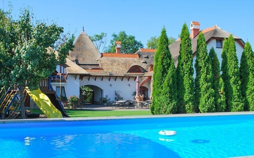 Jižní Slovensko v penzionu s neomezeným bazénem a snídaní či polopenzí