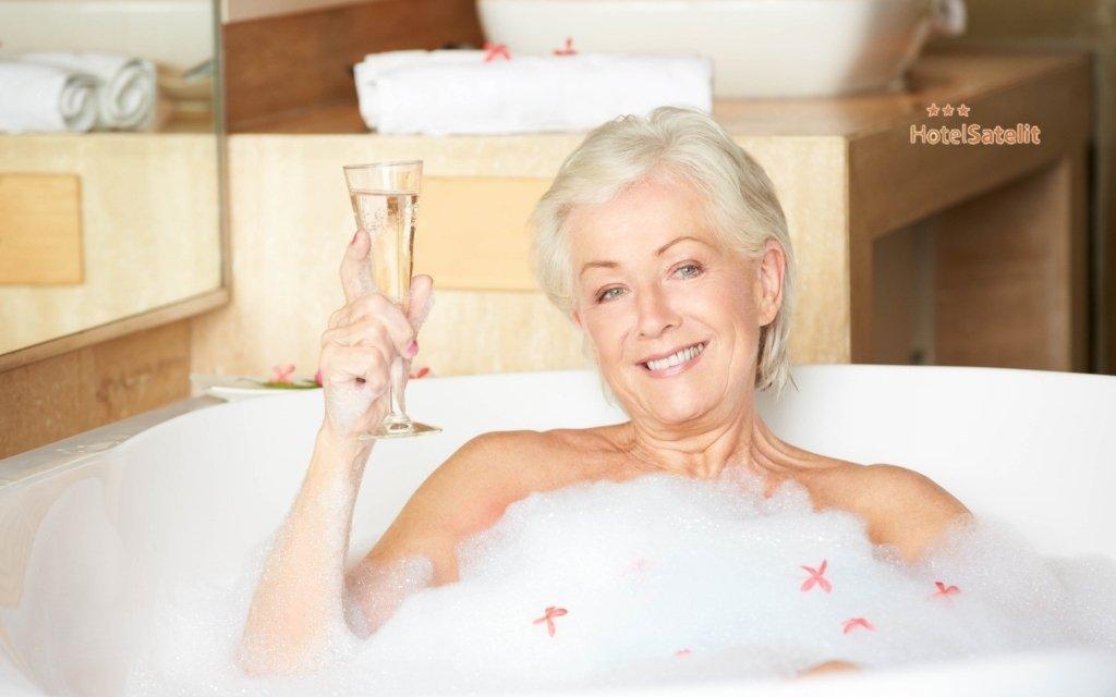 Piešťany: seniorský pobyt se zábalem, masáží, vířivkou a saunami + polopenze