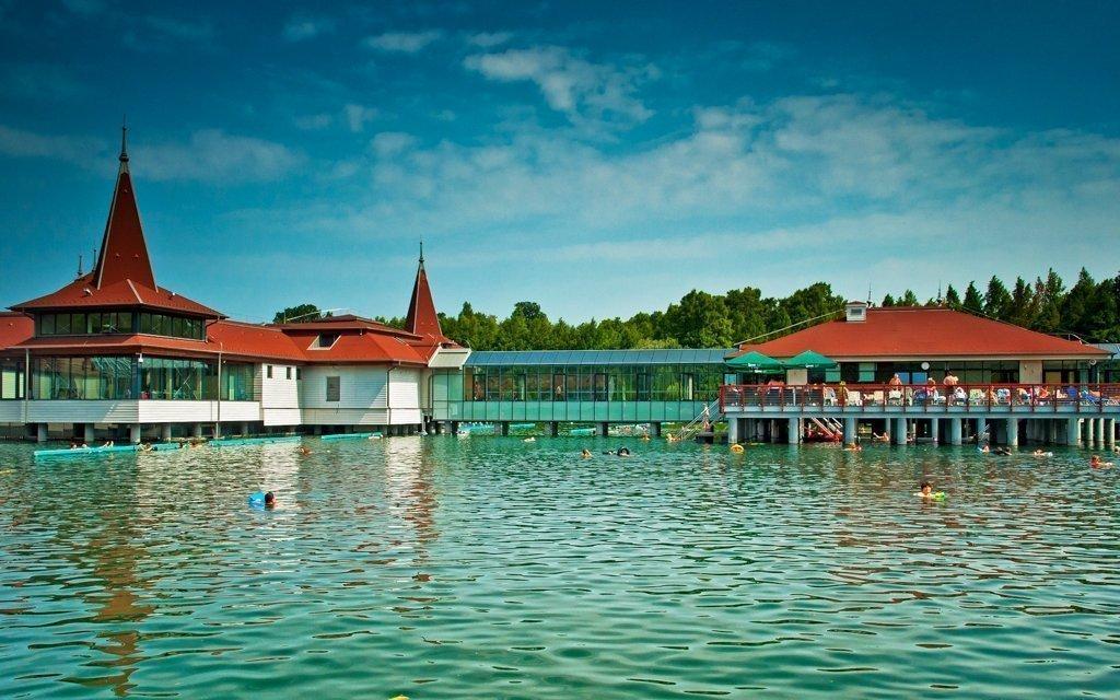 Hévíz s neomezeným wellness s bazénem, vstupenkou k jezeru a polopenzí
