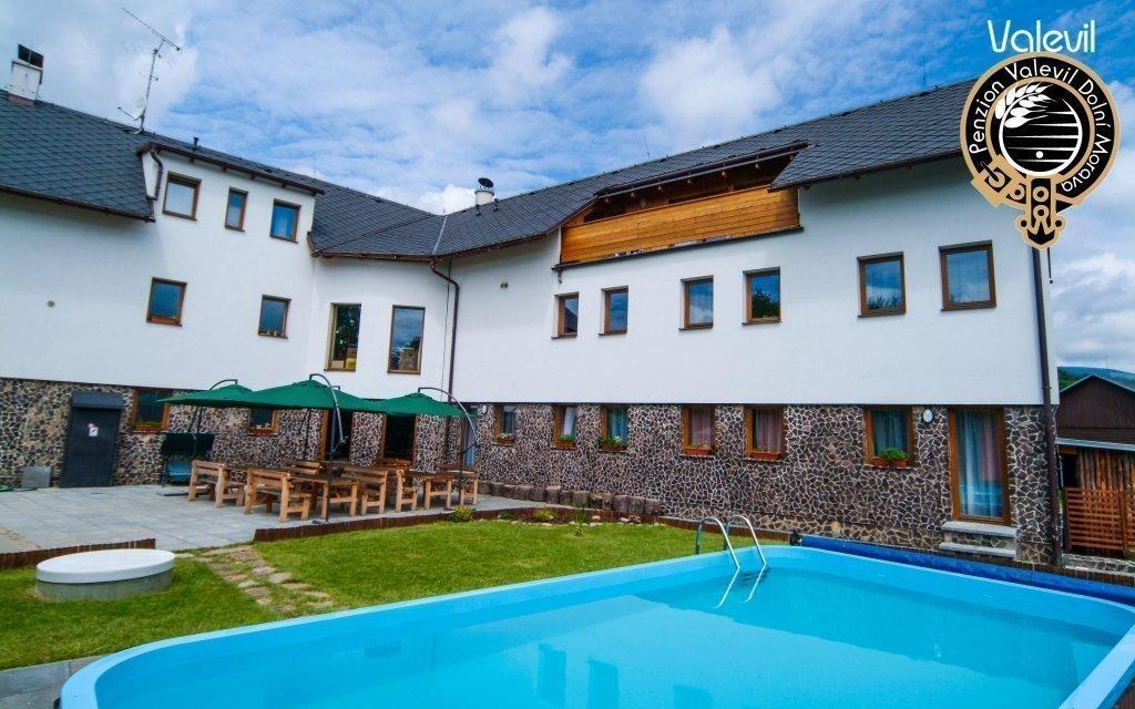 Jeseníky: Dolní Morava v apartmánu až pro 6 osob s polopenzí v penzionu Valevil