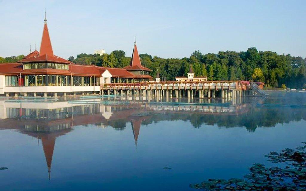 Hévíz s neomezeným wellness, vstupenkou k termálnímu jezeru a polopenzí