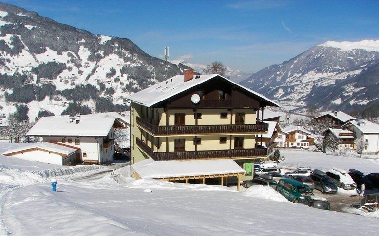 Rakouské Alpy: lyžování na Hintertuxu s polopenzí a saunou