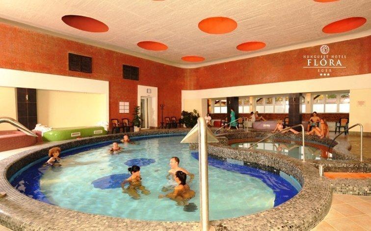 Eger v hotelu přímo propojeném s termálními lázněmi s polopenzí a wellness