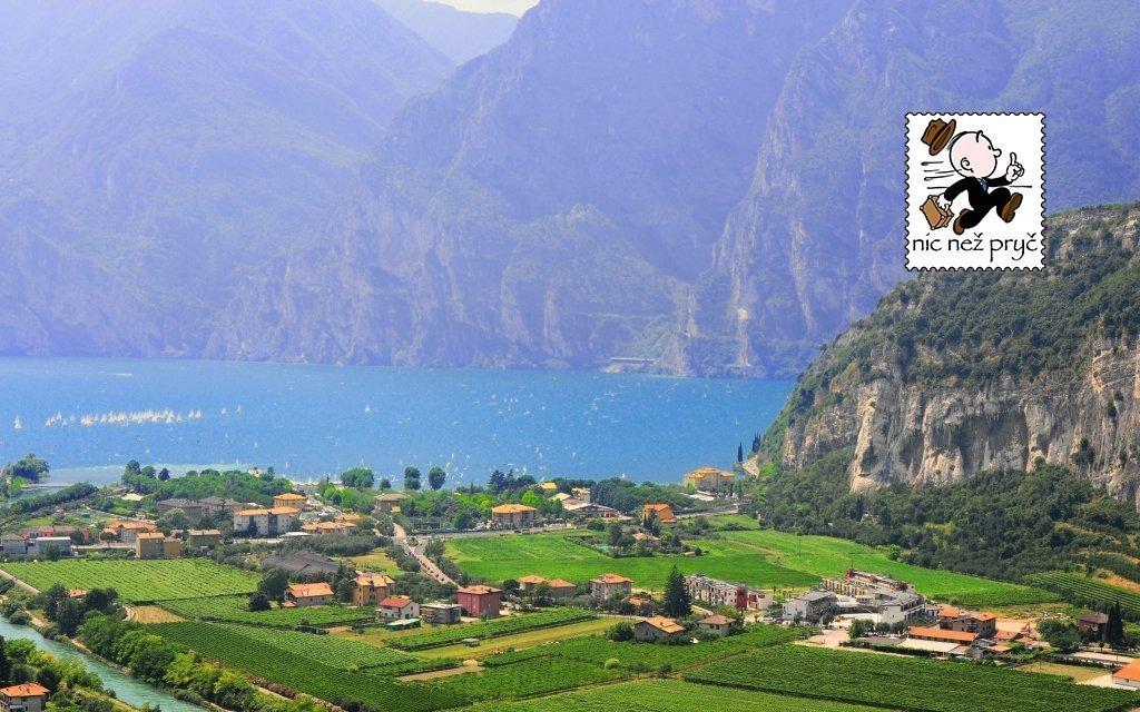 Lago di Garda v hotelu u pláže s polopenzí a vstupem do bazénu - do září