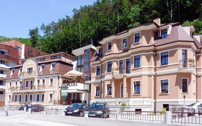 Trenčianské Teplice se vstupem do lázní, wellness, masáží a polopenzí