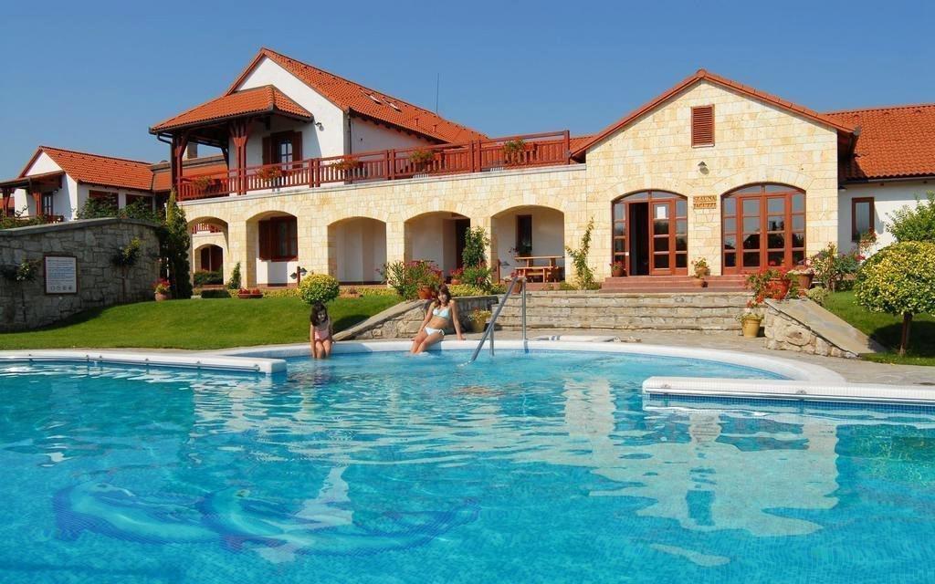 Srdce Tokaje: ubytování pro dva s neomezeným wellness, bazénem a masáží