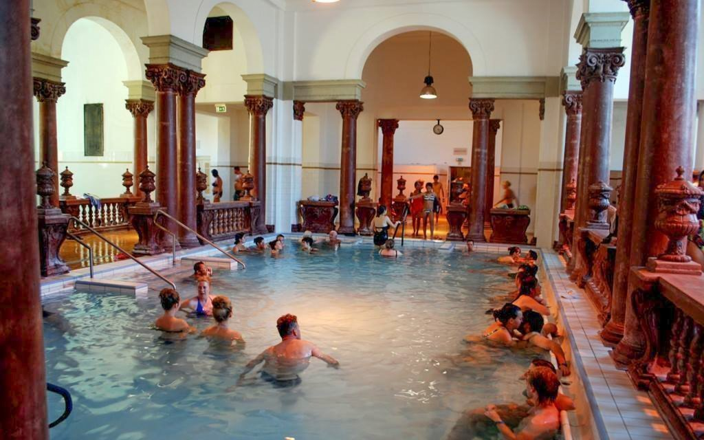 Budapešť pro dva v hotelu s celodenním vstupem do lázní Széchenyi a snídaní
