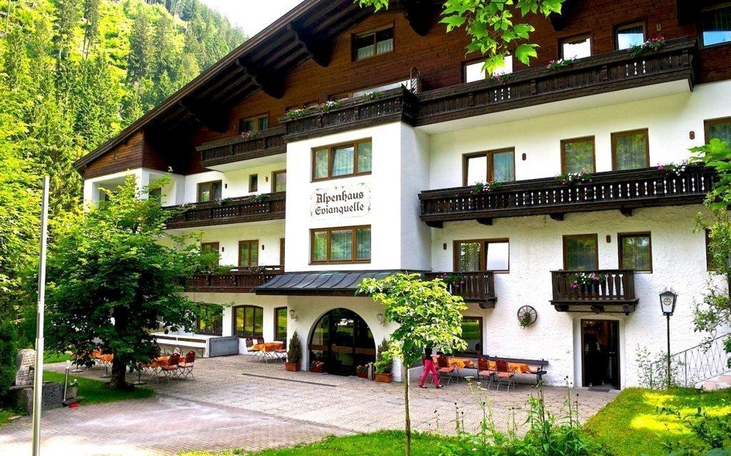 HIT: Rakouské Alpy i na léto s polopenzí a půjčením kol + děti do 16 let ZDARMA