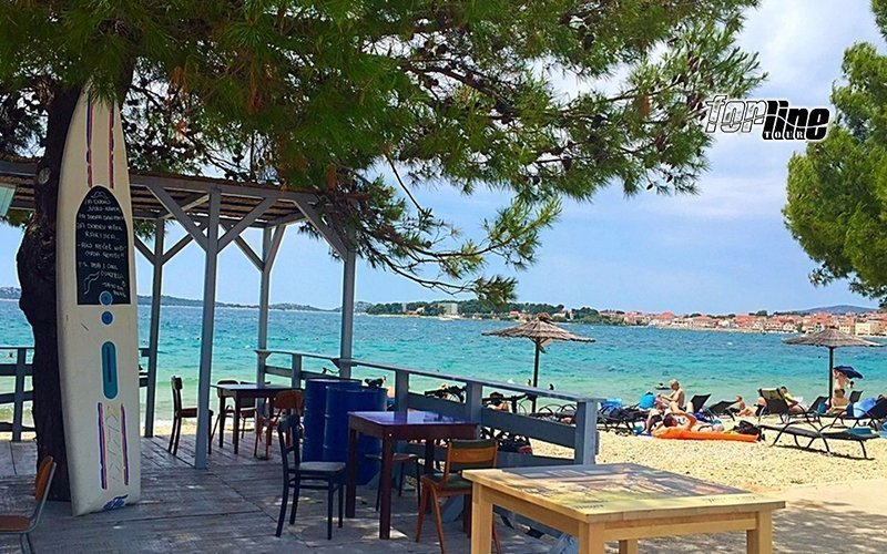 Dovolená v Chorvatsku: Dalmácie s polopenzí a ubytováním kousek od pláže