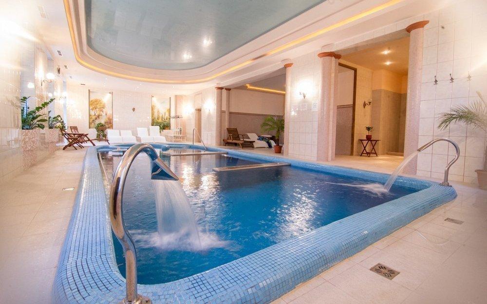 Maďarsko v zámeckém hotelu pro dva s polopenzí, termálním wellness a slevami