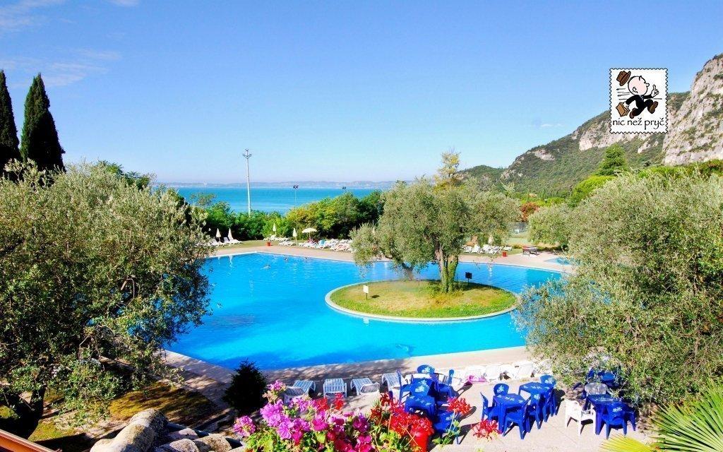 Lago di Garda: hotel jen 600 metrů od jezera s polopenzí a venkovním bazénem