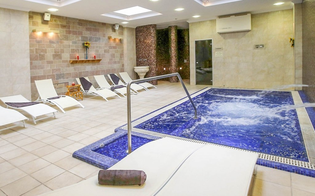 Eger: 4* hotel s neomezeným wellness, vstupem do termálních lázní a polopenzí