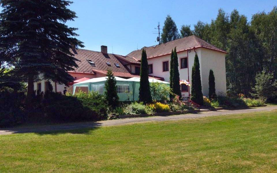 Jižní Čechy na ranči s polopenzí, vínem, vstupem do aquaparku a rybařením