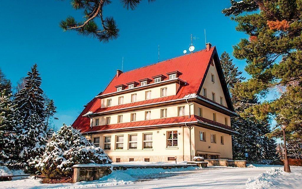 Český ráj ve 3* hotelu s neomezenou konzumací vína, polopenzí a obědem