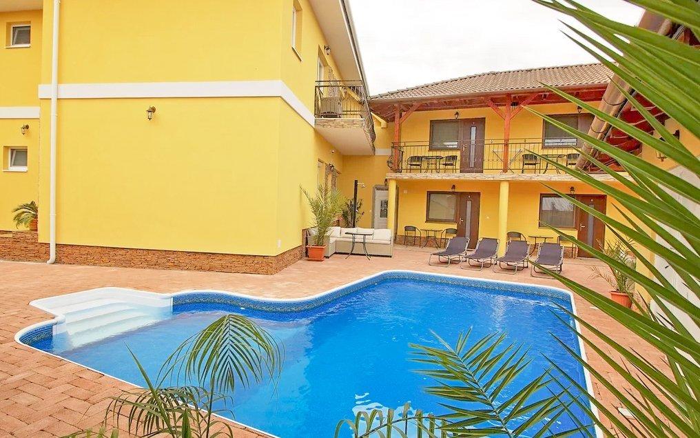 Veľký Meder: Luxusně v penzionu Heléné s neomezeným bazénem a polopenzí