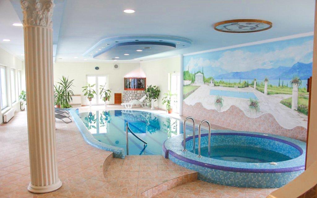 Hévíz pro dva s polopenzí v apartmánech s neomezeným wellness a bazénem