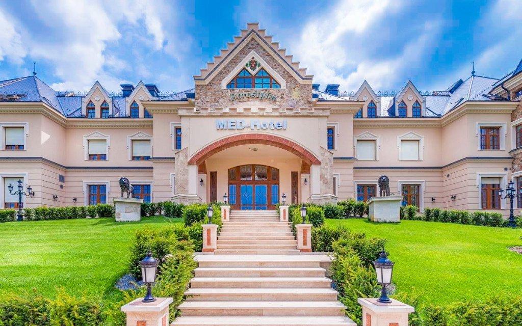 Maďarsko v TOP 4* hotelu s plnou penzí a luxusním neomezeným wellness