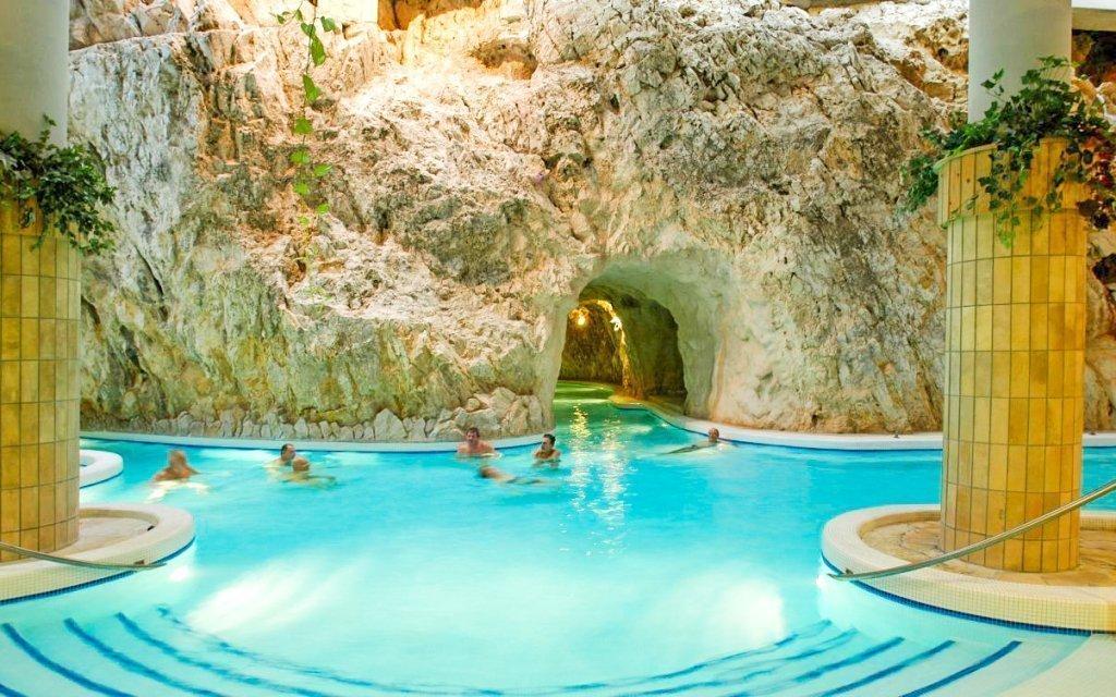 Miskolc s luxusním ubytováním a vstupem do unikátních jeskynních lázní