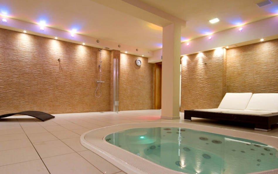 Polsko: Krkonoše ve 3* historickém hotelu s vířivkami, saunou a polopenzí