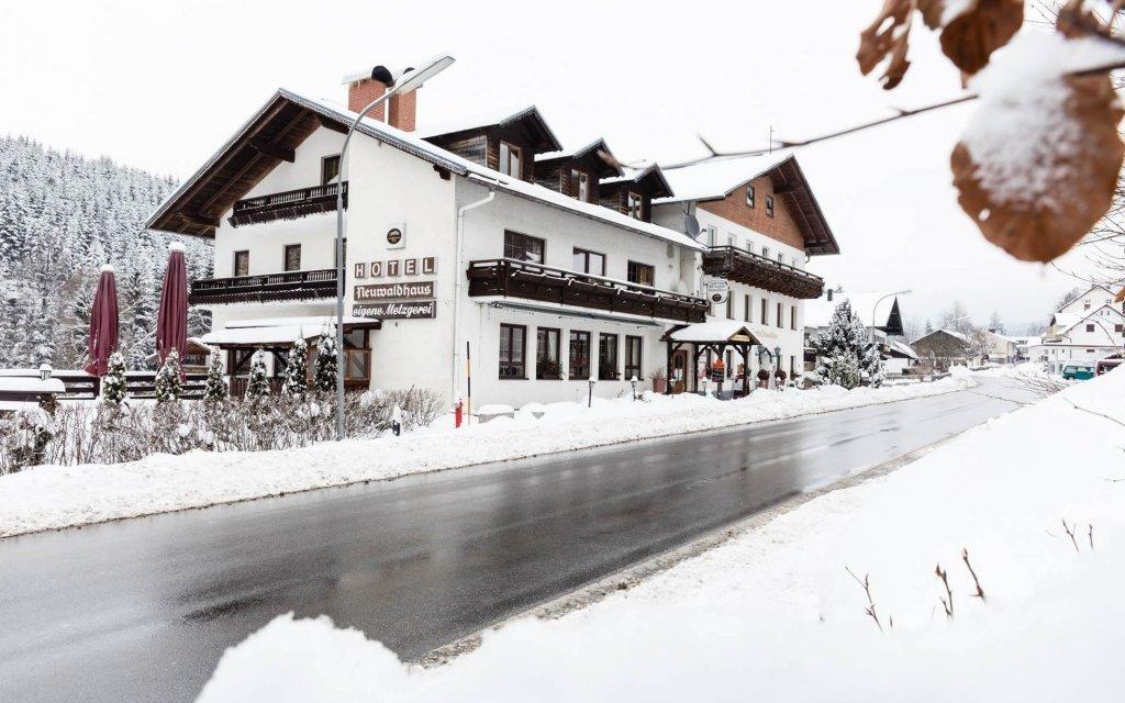 Bavorský les ve slovenském hotelu s polopenzí, wellness a vinným sklípkem
