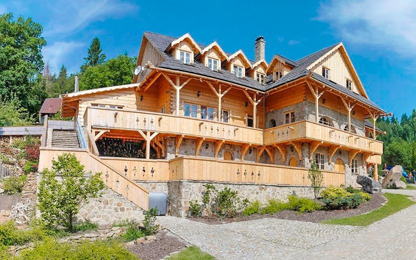 Beskydy: Romantika v horském penzionu Hlušec s polopenzí a vinným sklípkem