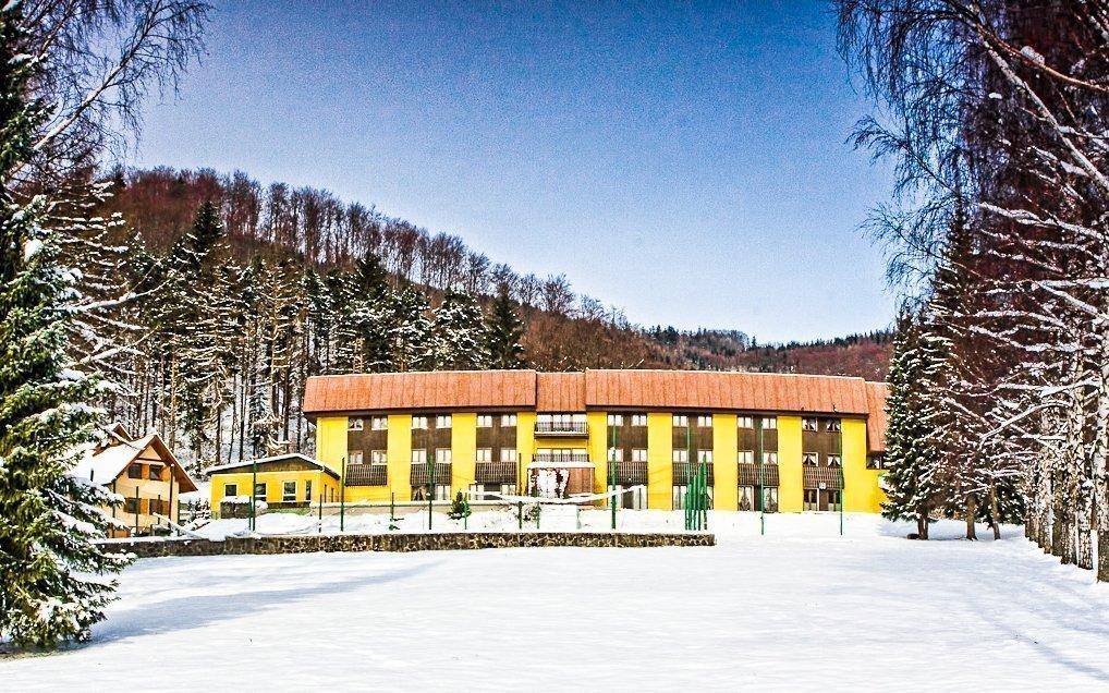 Javorníky na zimu jen 100 m od vleku v hotelu František s bazénem a polopenzí