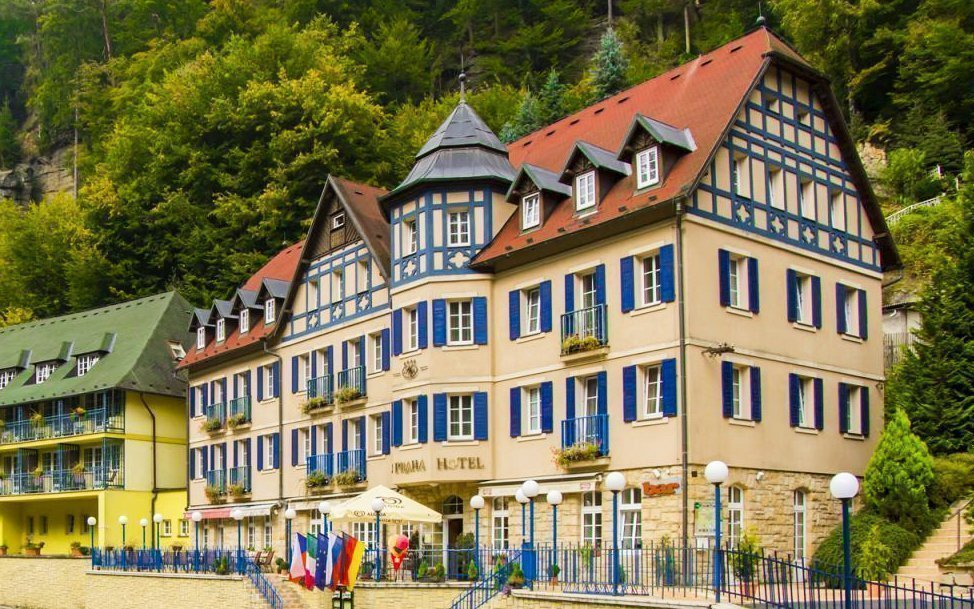 České Švýcarsko v Hotelu Praha **** s polopenzí a degustací vín ve sklípku
