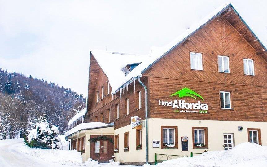 Krkonoše: Hotel Alfonska *** s venkovním bazénem, polopenzí i vyžitím pro děti