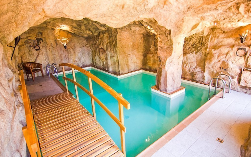 Kysucké Beskydy: unikátní jeskynní bazén v Hotelu Husárik **** se snídaněmi