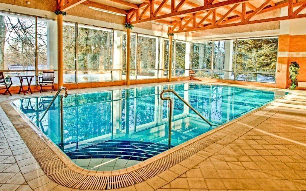 Mariánské Lázně: polopenze, bazén i léčebná procedura v hotelu Krakonoš ***