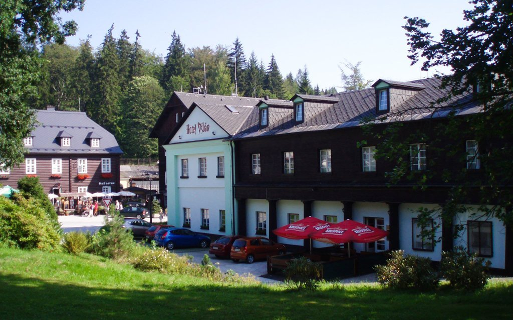Jeseníky: Karlova Studánka v Hotelu Džbán *** s wellness nebo pivními lázněmi