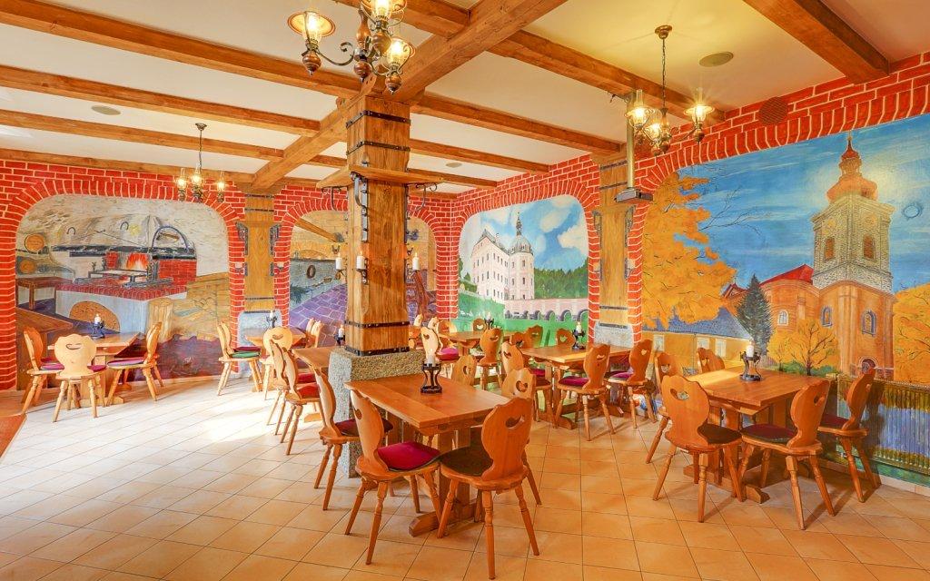 Západní Čechy v historickém penzionu Hradní Bašta se středověkou hostinou
