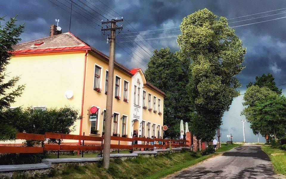 Vysočina v Hotelu U Šimáka u Velkého Dářka s polopenzí, tenisem a půjčením kol