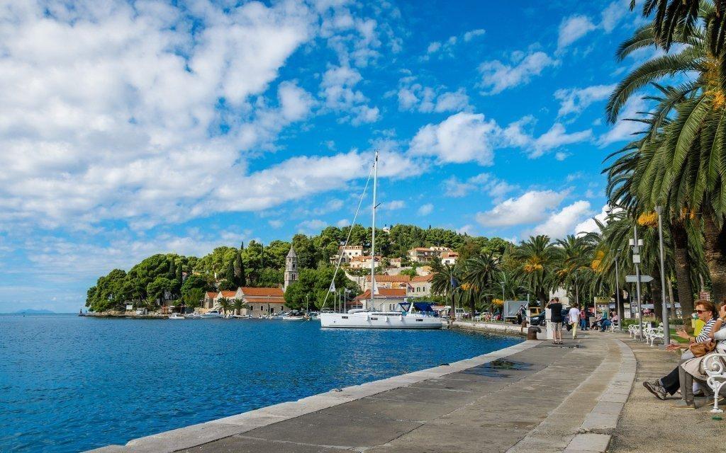 Chorvatsko ve Ville Santa Maria 350 m od moře se snídaněmi a službami delegáta