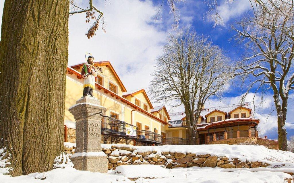 Jižní Čechy v Hotelu Gold Chotoviny **** s polopenzí a vstupem do wellness