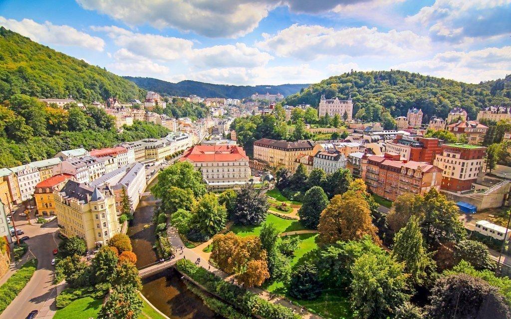 Karlovy Vary v hotelu St. Michael *** se snídaní a vstupem do vířivky