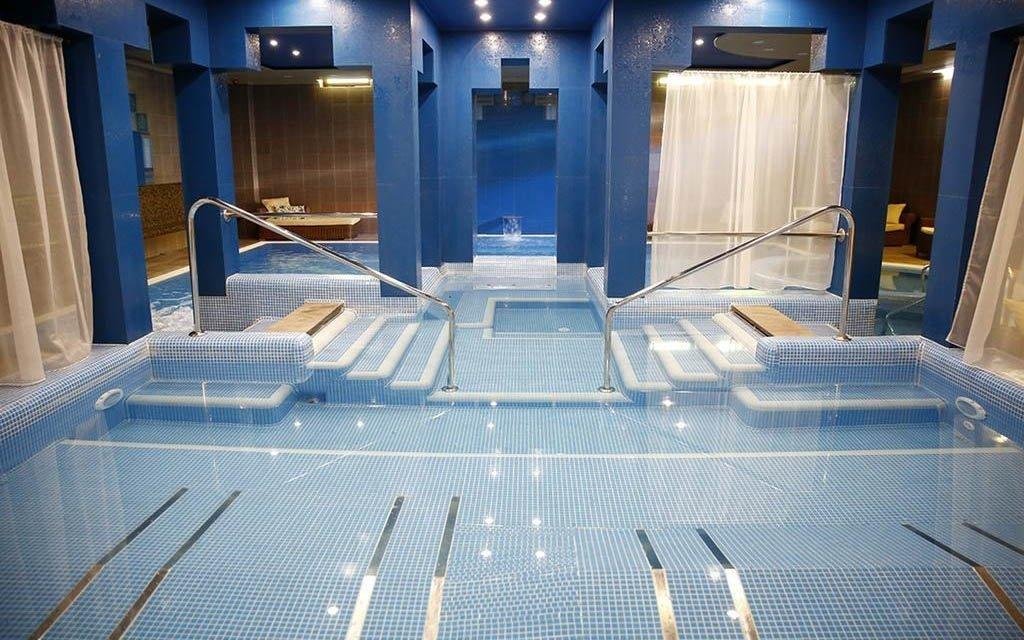 Györ: Golden Ball Club **** s neomezeným wellness se 120 m² vodní plochy