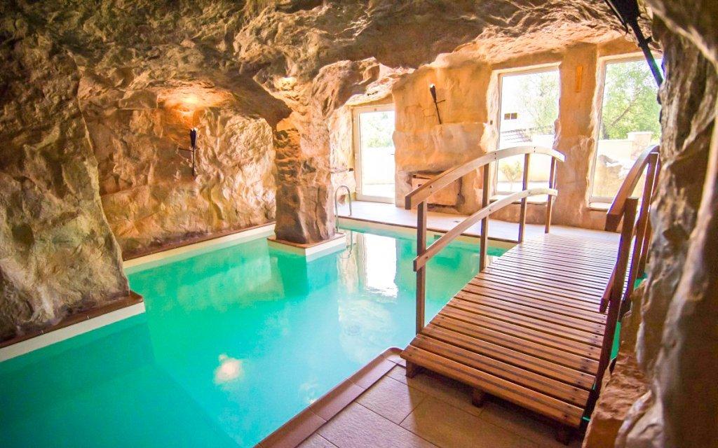 Kysucké Beskydy: jeskynní bazén a polopenze v Hotelu Husárik **** + dítě zdarma