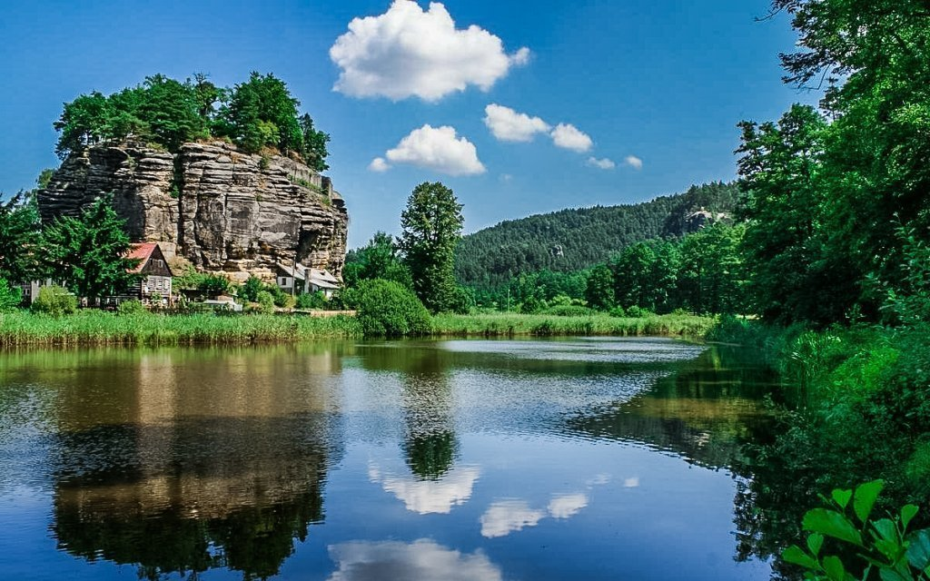 Máchovo jezero: Hotel Kamýk s polopenzí, sklenkou vína a relaxační masáží